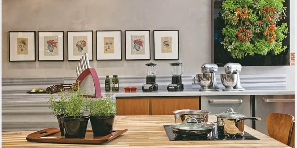 5 maneiras para decorar a cozinha com placas decorativas