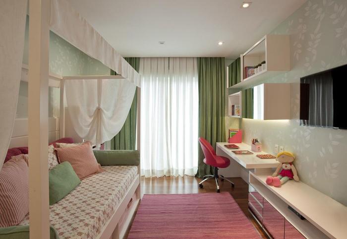 quarto de menina verde e vermelho